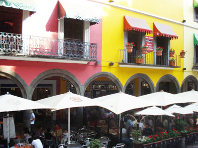 Sidewalk cafes and restaurants in Puebla